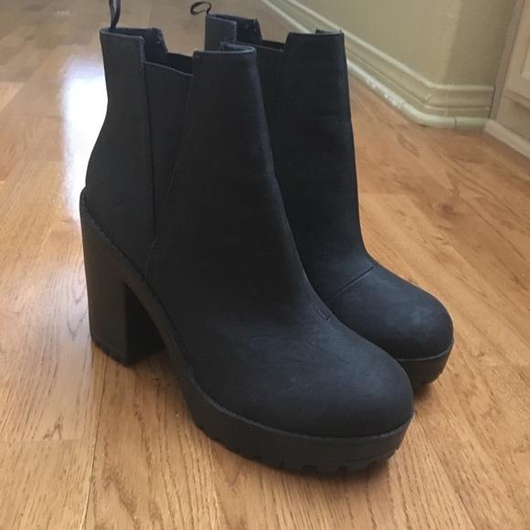 fed05e27f98 Chunky Chelsea boots
